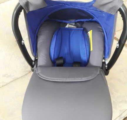 عربة اطفال و مقعد سيارة و الحقيبة الخاصة