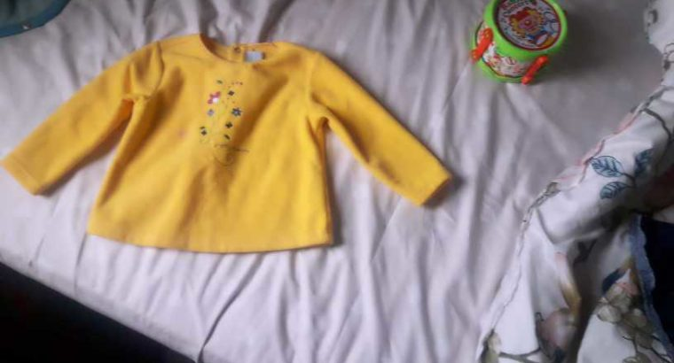 baby top/sweater