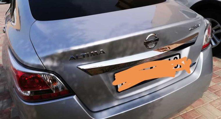 Nissan Altima – Clean