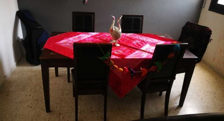 Very good Dinning Table