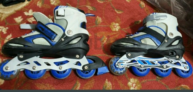 ROLLER SKATES WITH EQUIPMENTS
