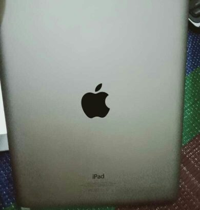 Apple I pad 2.        16gb WiFi only 10″ display