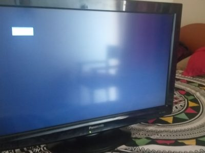Tv for sale 32 INch lcd 200 AED.in karama Dubai