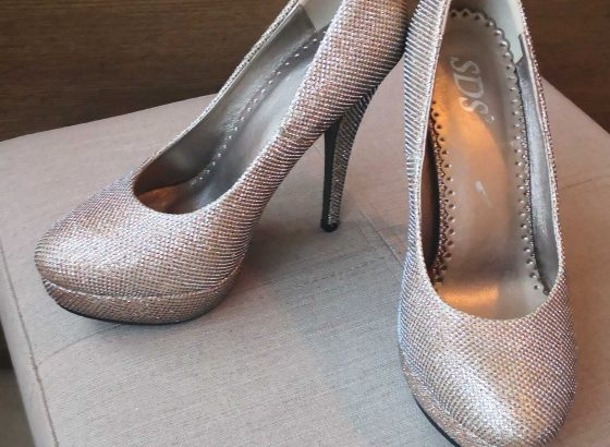 Gold shoes, size 36