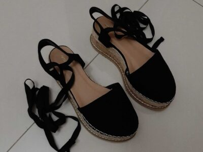 Black wedges with ribbon