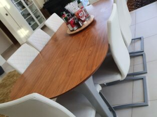 Extendable 8 seater dining table